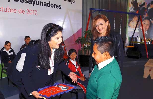 Becas académicas a menores de Tulancingo, entregó el DIF