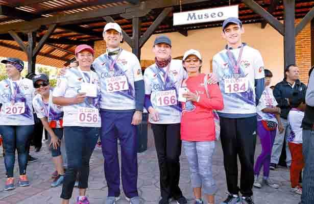 Cientos participan en Carrera por la Mujer
