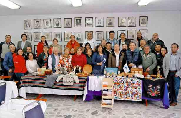 Pretenden que conjunto de artesanos acuda a Panamá