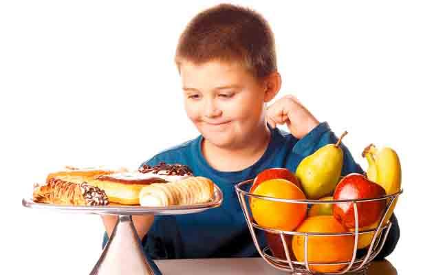 Padres promueven obesidad de sus hijos