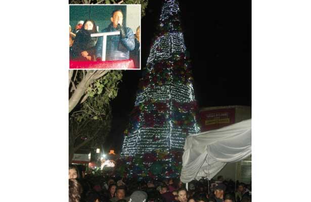 Cientos de familias asistieron, anoche, al encendido  del árbol