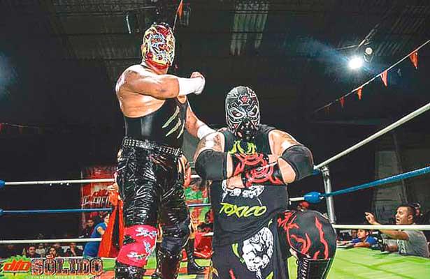 AFICIONADOS a la lucha libre podrán disfrutar de espectacular función que organiza DTU por su décimo aniversario, el próximo sábado. Foto: Sol de Tulancingo.