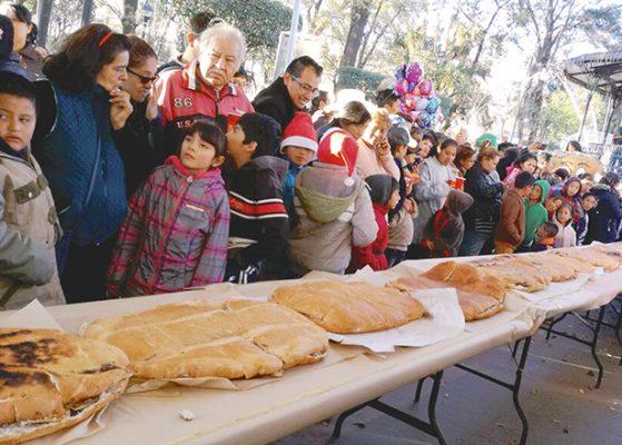 Miles de personas en  Festival del Guajolote
