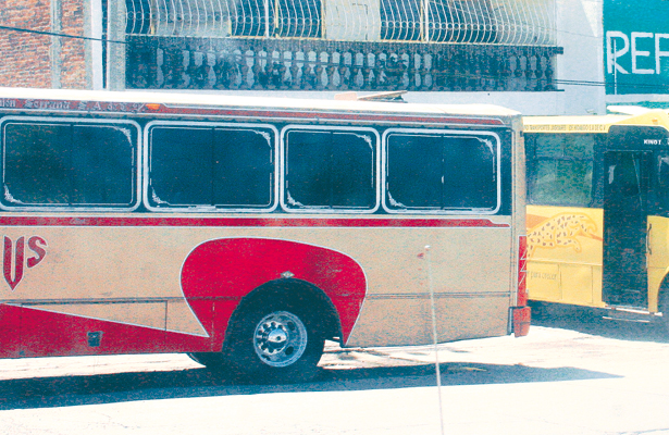Empistolados asaltan en autobús de unión serrana