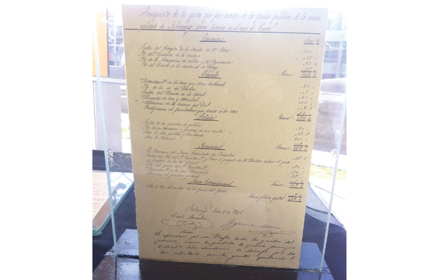 Exhiben documentos antiguos en la ciudad