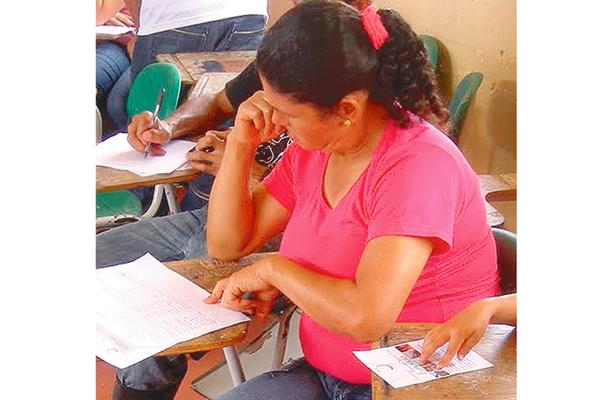 Pagó por plaza para maestra: defraudada