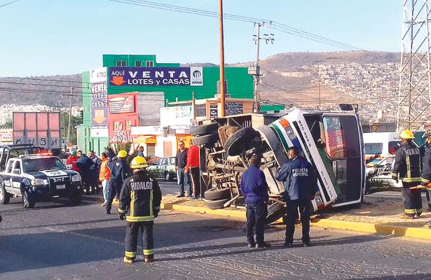 Vuelca sobre Colosio; 12 pasajeros lesionados