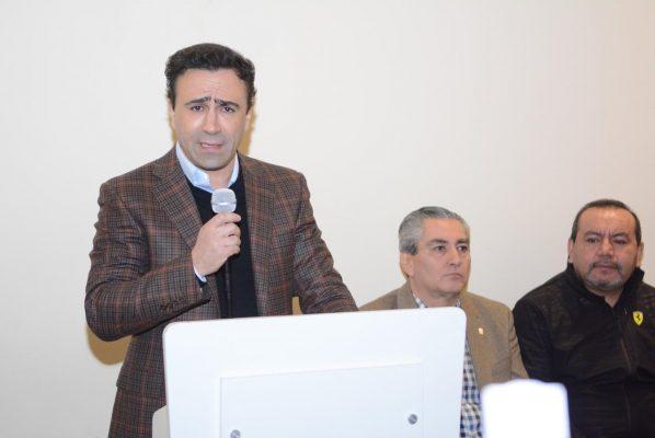 Alejandro González renuncia al PES