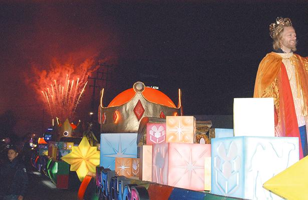 Familias disfrutaron de la Cabalgata de Reyes