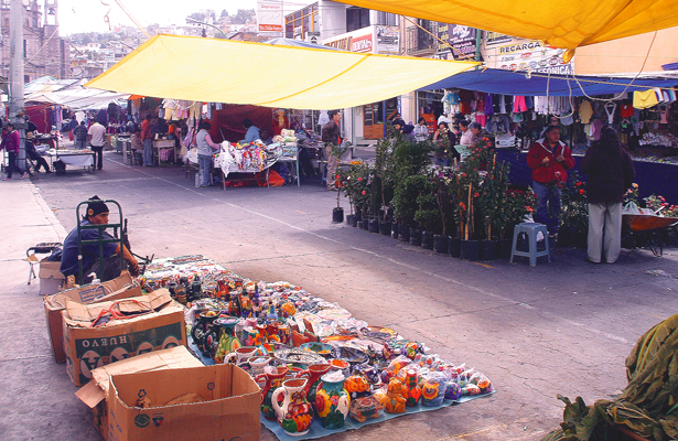 Faltaron comerciantes  al tianguis tradicional