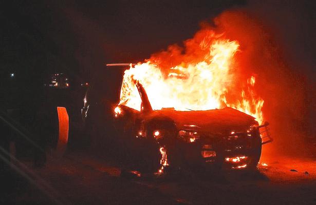 Fuego acabó con camioneta