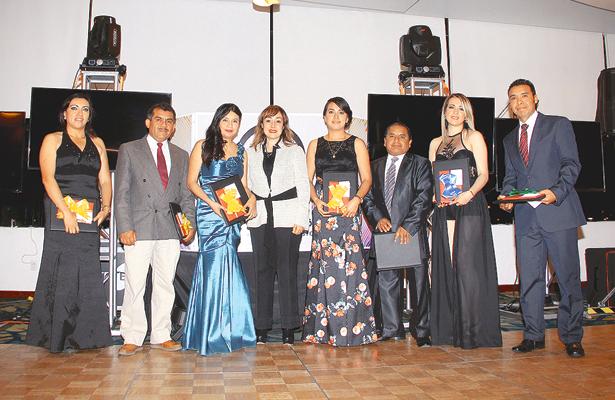 Felicitaciones para los egresados de la Universidad Autónoma de Durango