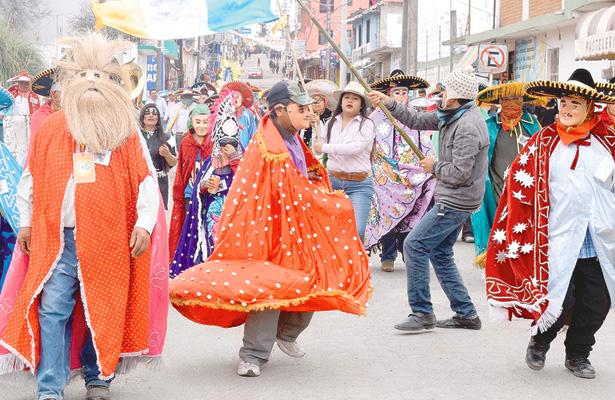 Iniciaron actividades de carnaval en Acaxochitlán