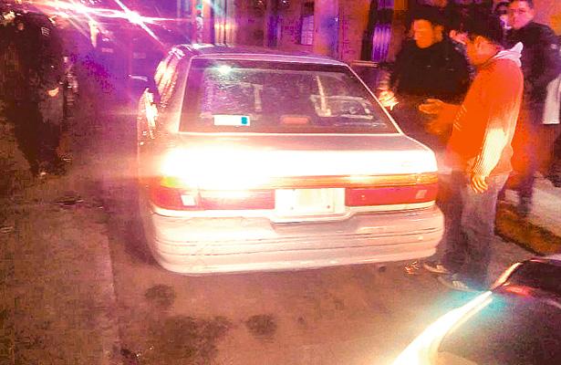 Preventivos detienen a mujer que conducía un automóvil robado
