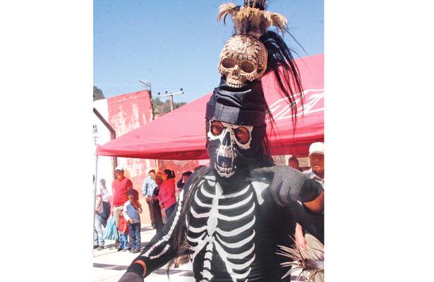 Migrantes apoyan para el carnaval