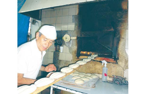 Agobia a panaderos falta de mano de obra