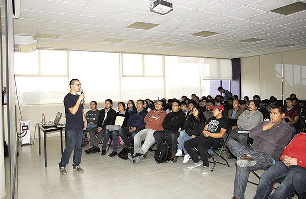 Interesante conferencia en Universidad Politécnica