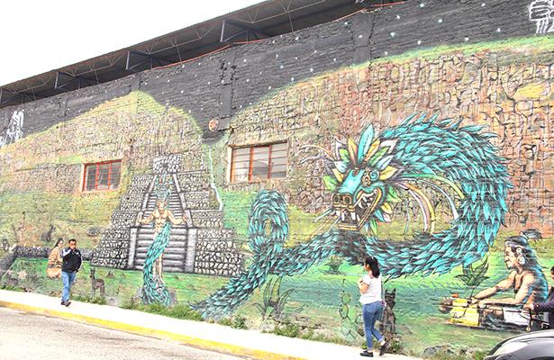 Murales, con técnica de grafiti; cuatro en bardas de escuelas
