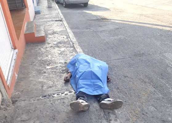 Varón encontró muerte en la calle