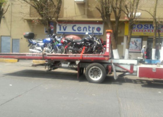 Multan a motociclistas  en  operativo de tránsito