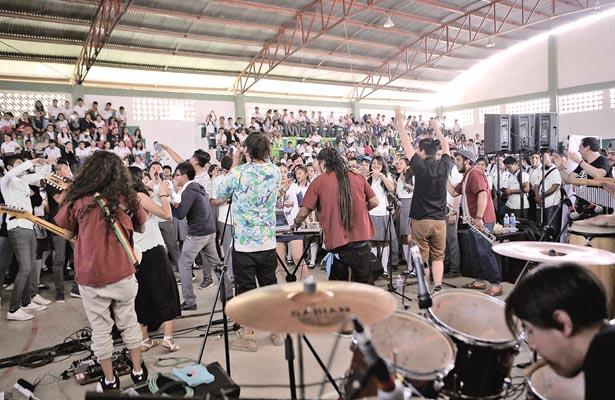 Impartieron pláticas de motivación a jóvenes del COBAEH