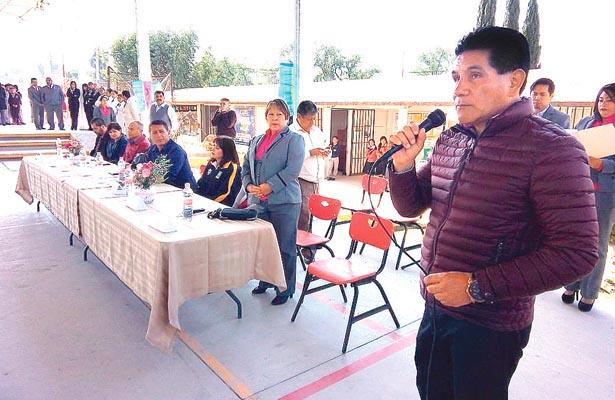 Momentos de la inauguración del Encuentro Deportivo en su fase estatal, que se verificó en la Técnica 56 de El Paraíso, en Tulancingo. Foto: Sol de Tulancingo.
