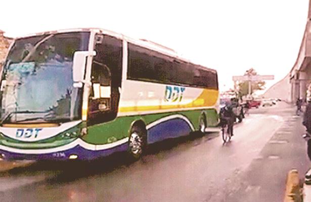 Encontró la muerte en autobús de pasajeros