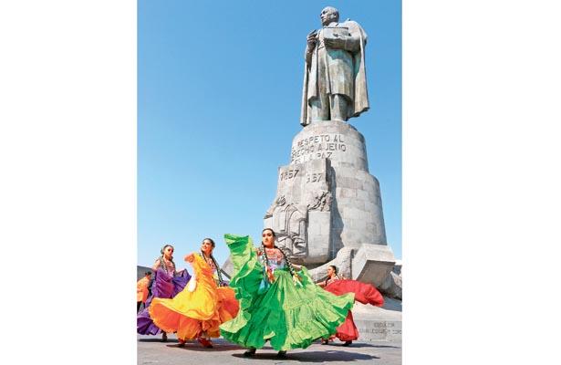 Folklore artístico en el 212 aniversario del natalicio de Benito Juárez