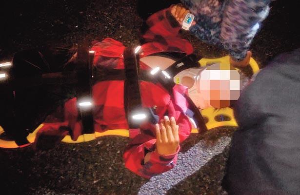 Paramédicos le dieron auxilio. Foto: Sol de Tulancingo.