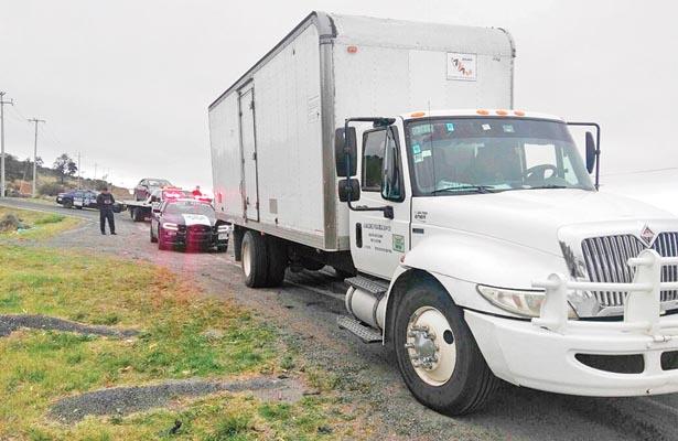 Recuperan camión lleno de abarrotes