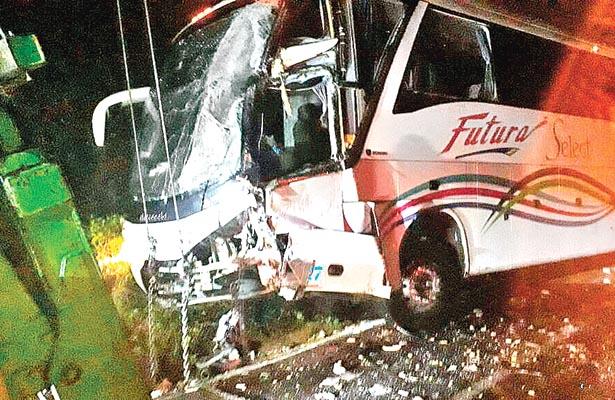 Autobús choca vs pipa
