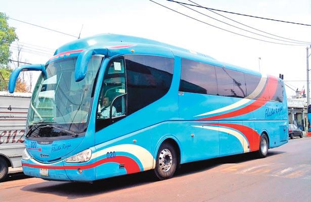 Robaron 5 autobuses último modelo; amarran a guardia