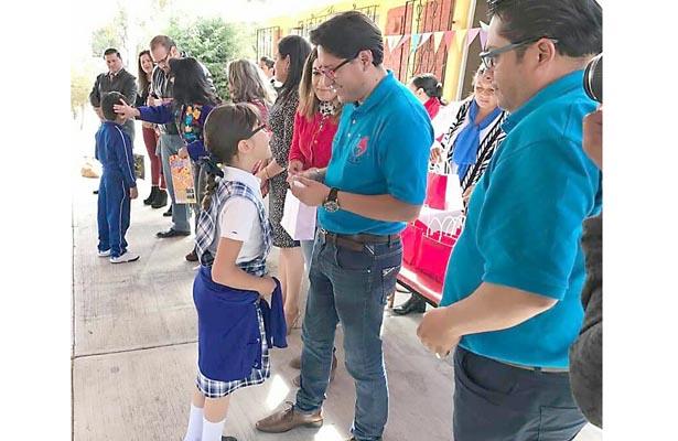 Niños de educación básica recibieron apoyos médicos