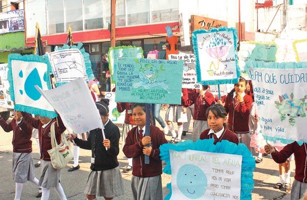 Desfile alusivo al cuidado del agua
