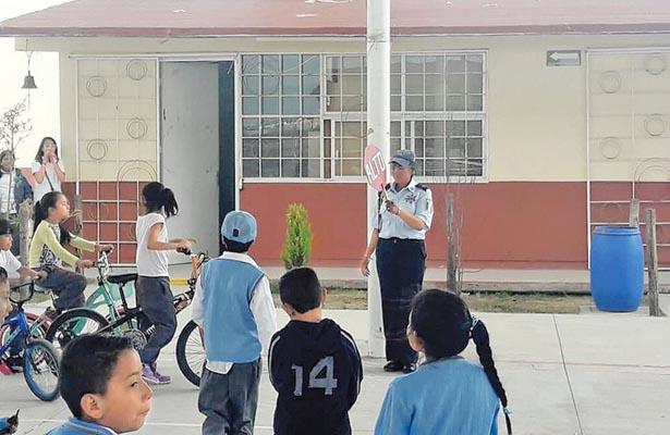 Llevan educación vial a escuela primaria