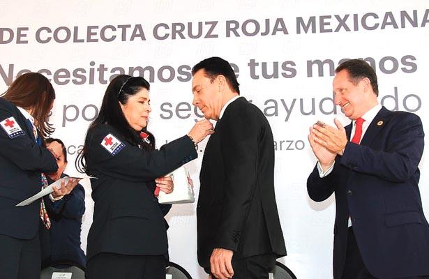El gobernador Omar Fayad Meneses encabezó colecta de la Cruz Roja 2018