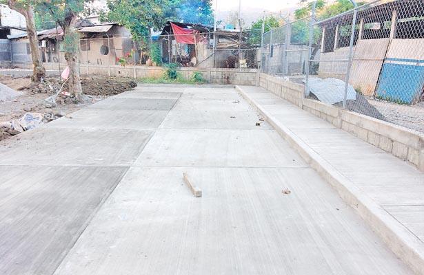 Rehabilitan unidad deportiva de Tehuetlán