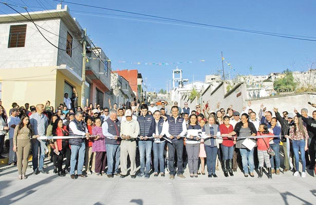 Pavimento hidráulico en dos calles de sectores populares