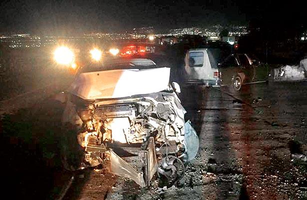 Fallecen joven y bebé al chocar dos automóviles, por alcance