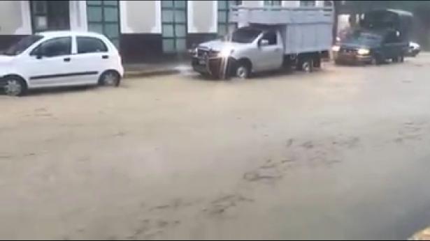 (VIDEO) Fuerte tormenta azota a Huejutla