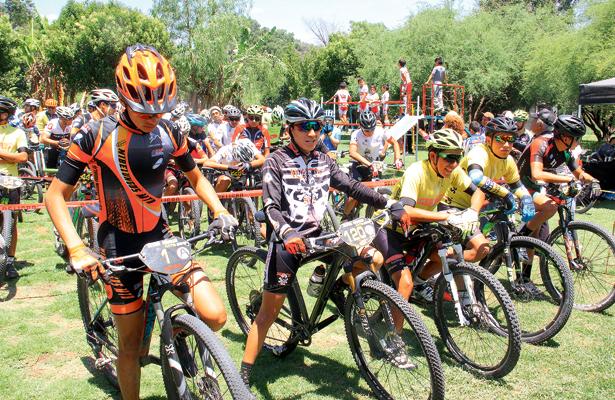 Colima y Apaxco reciben a los ciclistas de nuestro estado. / Foto: Especial.