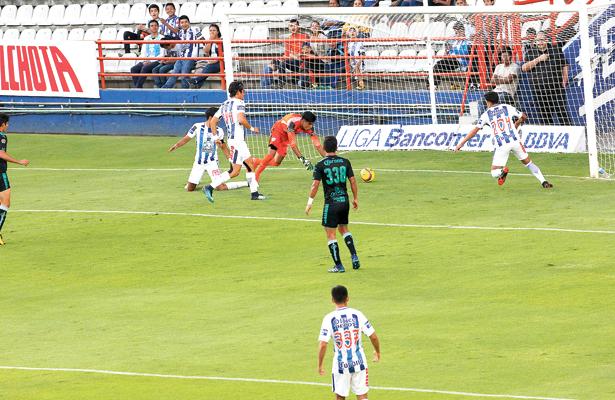 De nada le sirvió el empate al Pachuca 2-2 ante Santos. / Foto Especial.
