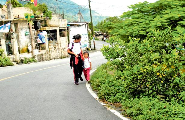 """Niños migrantes buscando sueños """"al otro lado"""""""