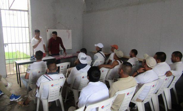 50 internos del Cereso de  Tulancingo reciben pláticas