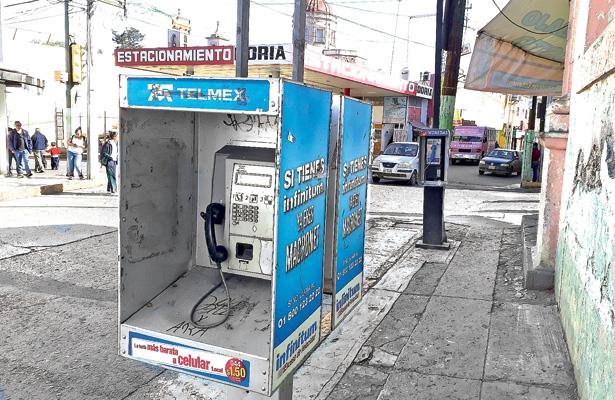 En desuso, casetas telefónicas en Tulancingo