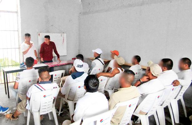 50 internos del Cereso reciben pláticas