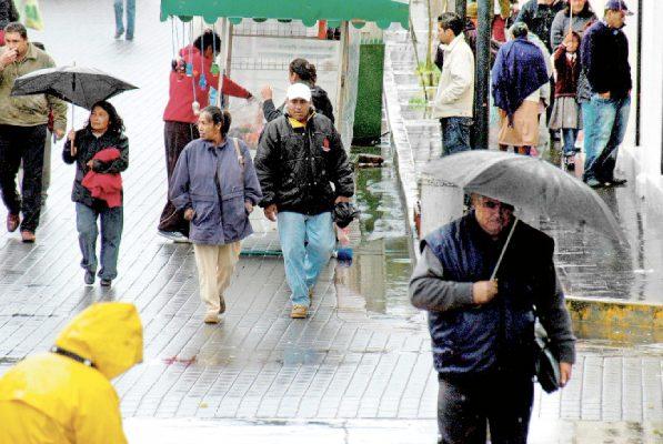 En algunos sectores llueve a cántaros; en otros apenas unas gotas