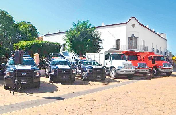 Entrega de parque vehicular en Cuautepec