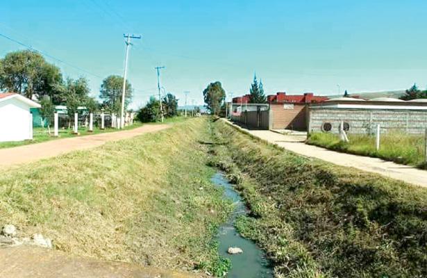 Limpieza de mil 200 metros, aproximadamente, del dren Colomer