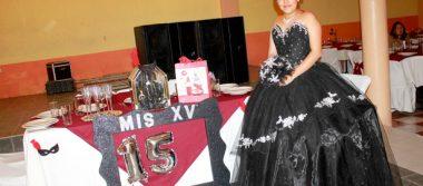 Jazmín celebra sus quince años